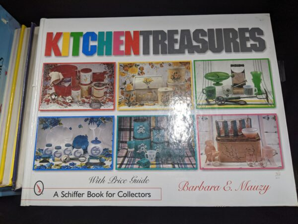 Kitchen Treasures: With Price Guide by Barbara E. Mauzy 2003